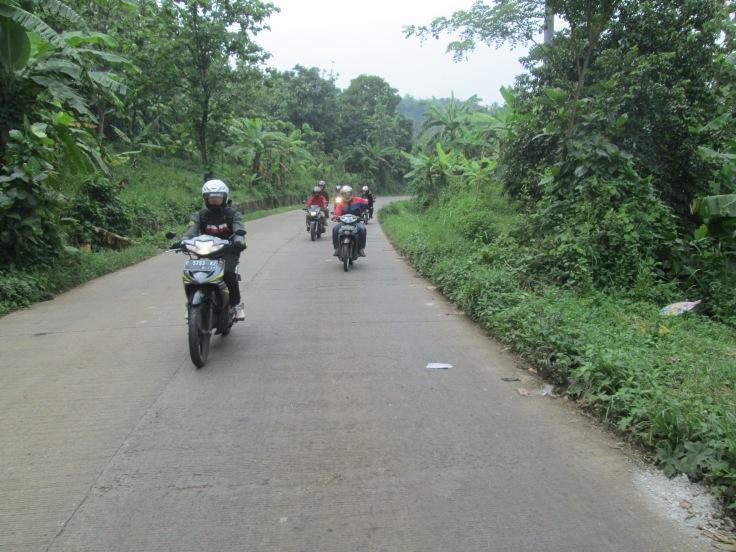 Jalan Halus di sekitar Tempat Pembuangan Sampah, Bandung