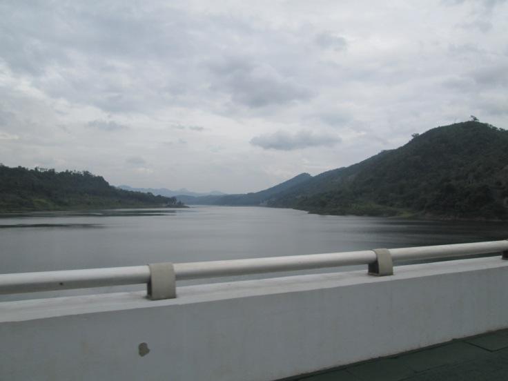 Cirata Dam, sayang gak boleh berhenti buat nikmatin waduk
