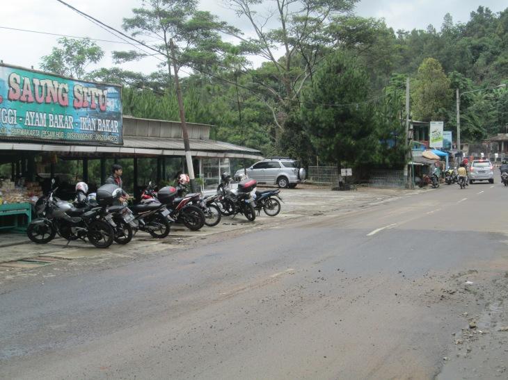 Parkir Langsung Depan Warung :P