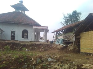 Masjid yang miring, lihat bagian pilar
